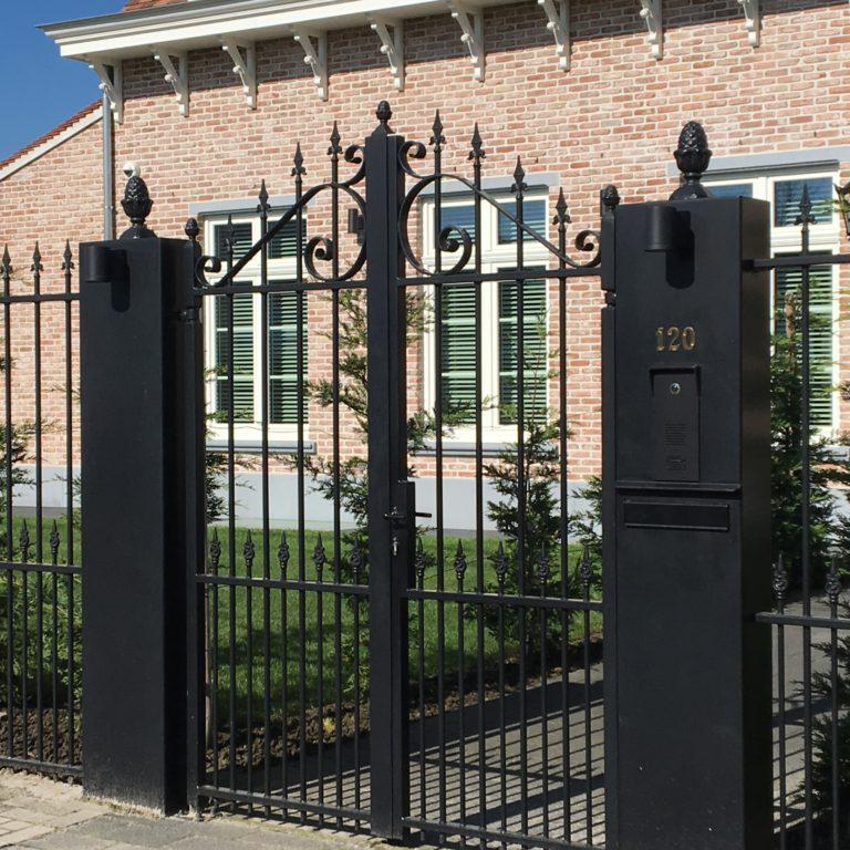 sierlijke stalen poort