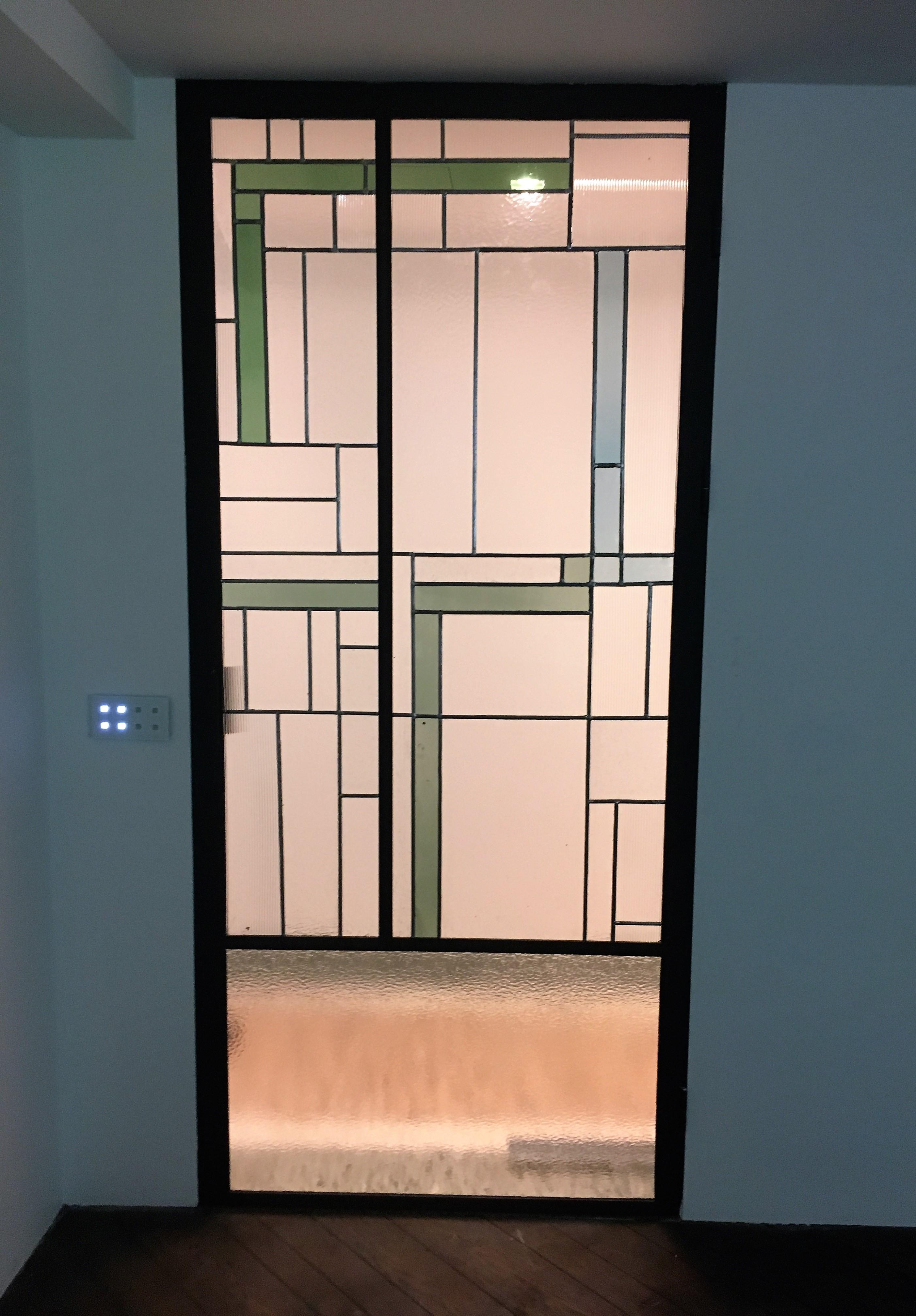 stalen deur met glas in lood