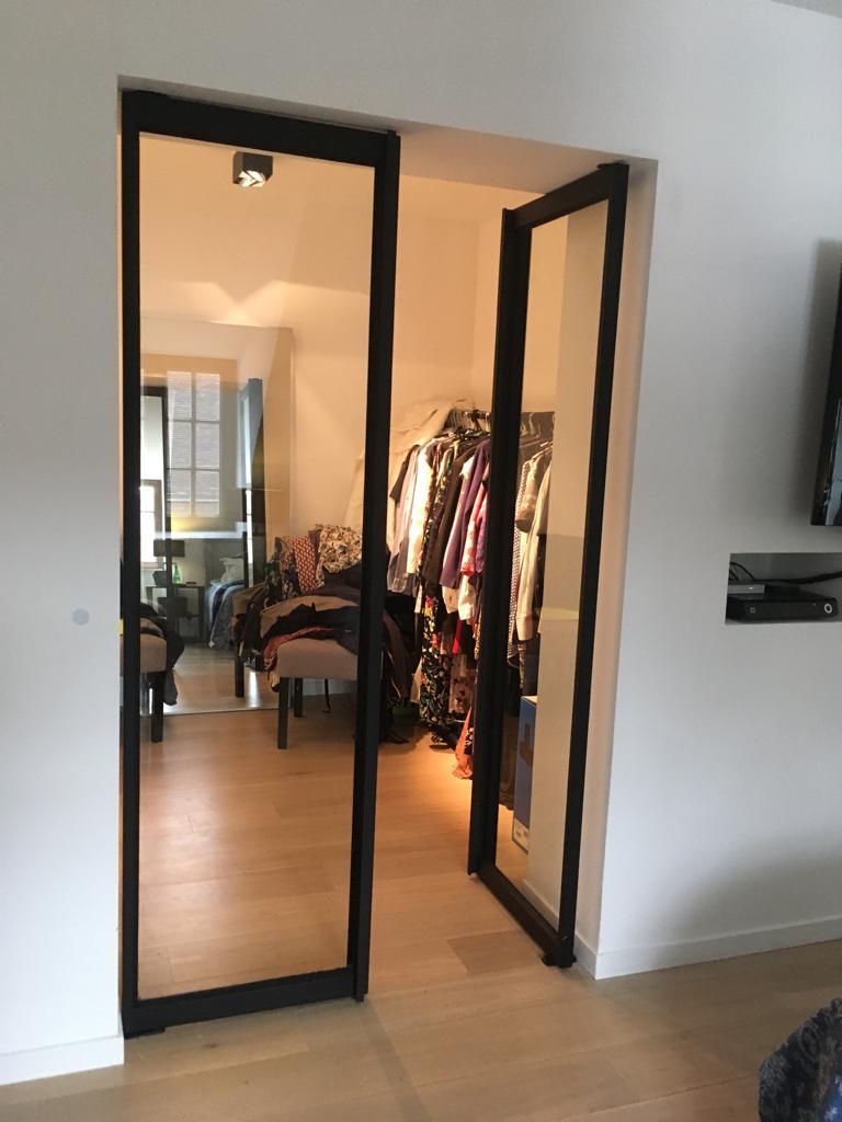 deur met groot glas